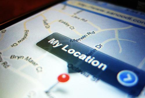 locating iPhone maps iOS app